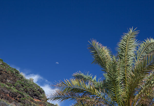 moon_over_calheta